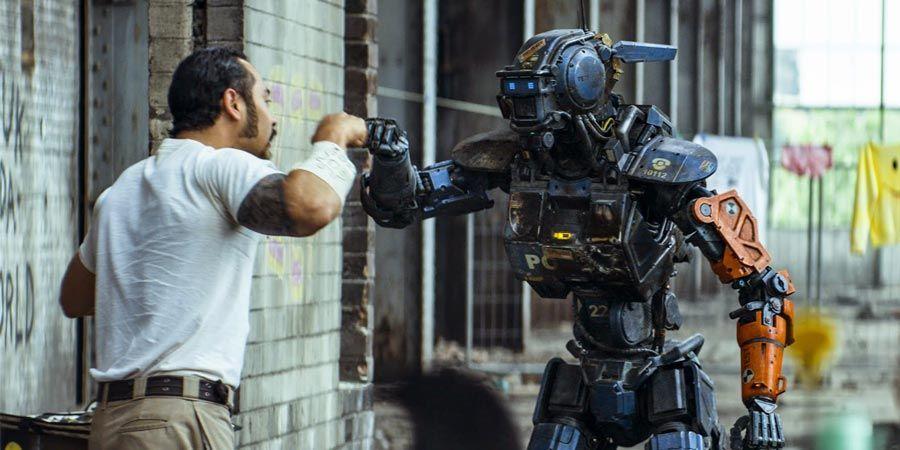 Кадр из фильма «Робот по имени Чаппи», 2015