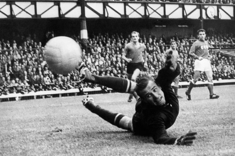 1 марта 1970 года. Легендарный вратарь советской футбольной сборной Лев Яшин — единственный вратарь в истории, получавший «Золотой мяч». Фото: Фотохроника ТАСС