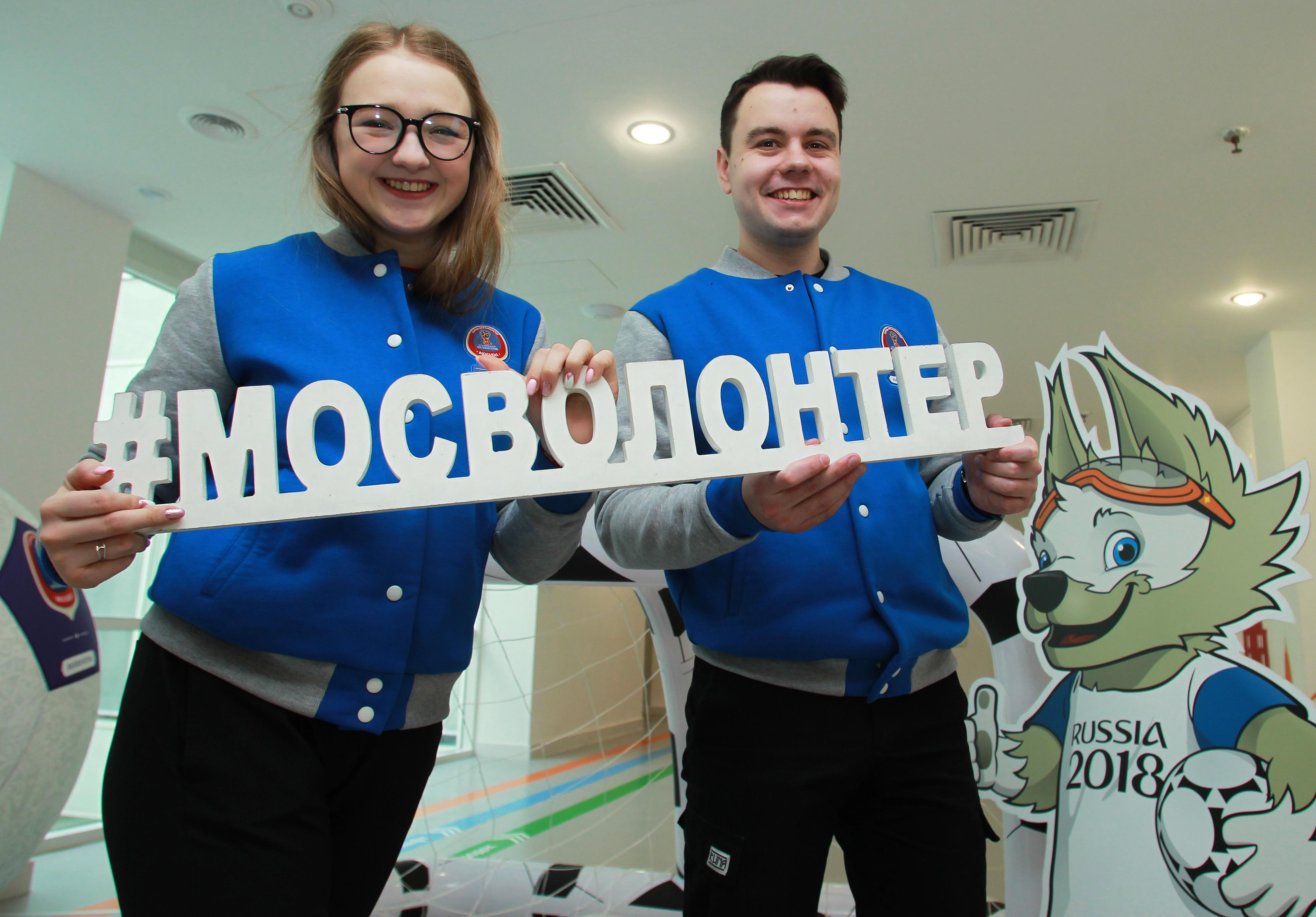 Волонтеры Виктория Власова и Сергей Колесник. Фото: Наталия Нечаева