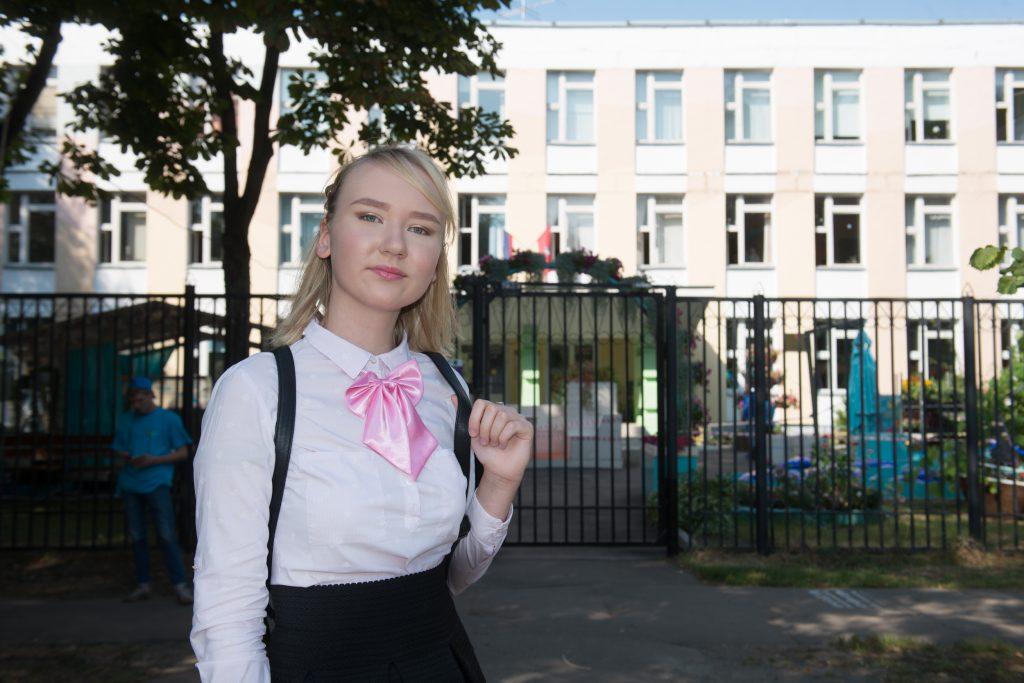Ученица 11-го класса школы № 1571 Марьяна Киселева, одна из победительниц ежегодного общегородского конкурса советов по подготовке к ЕГЭ, рекомендует активно участвовать в олимпиадах. Фото: Наталья Феоктистова