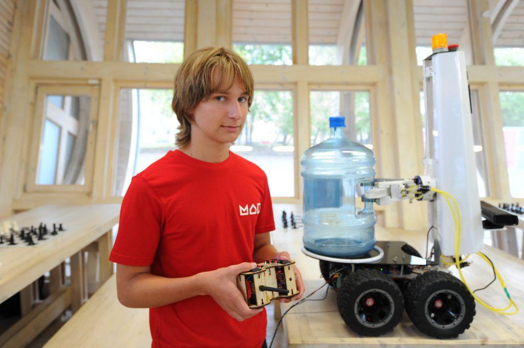 Владимир Кириленко представил робота для кулеров и вендинговых аппаратов. Фото: Светлана Колоскова