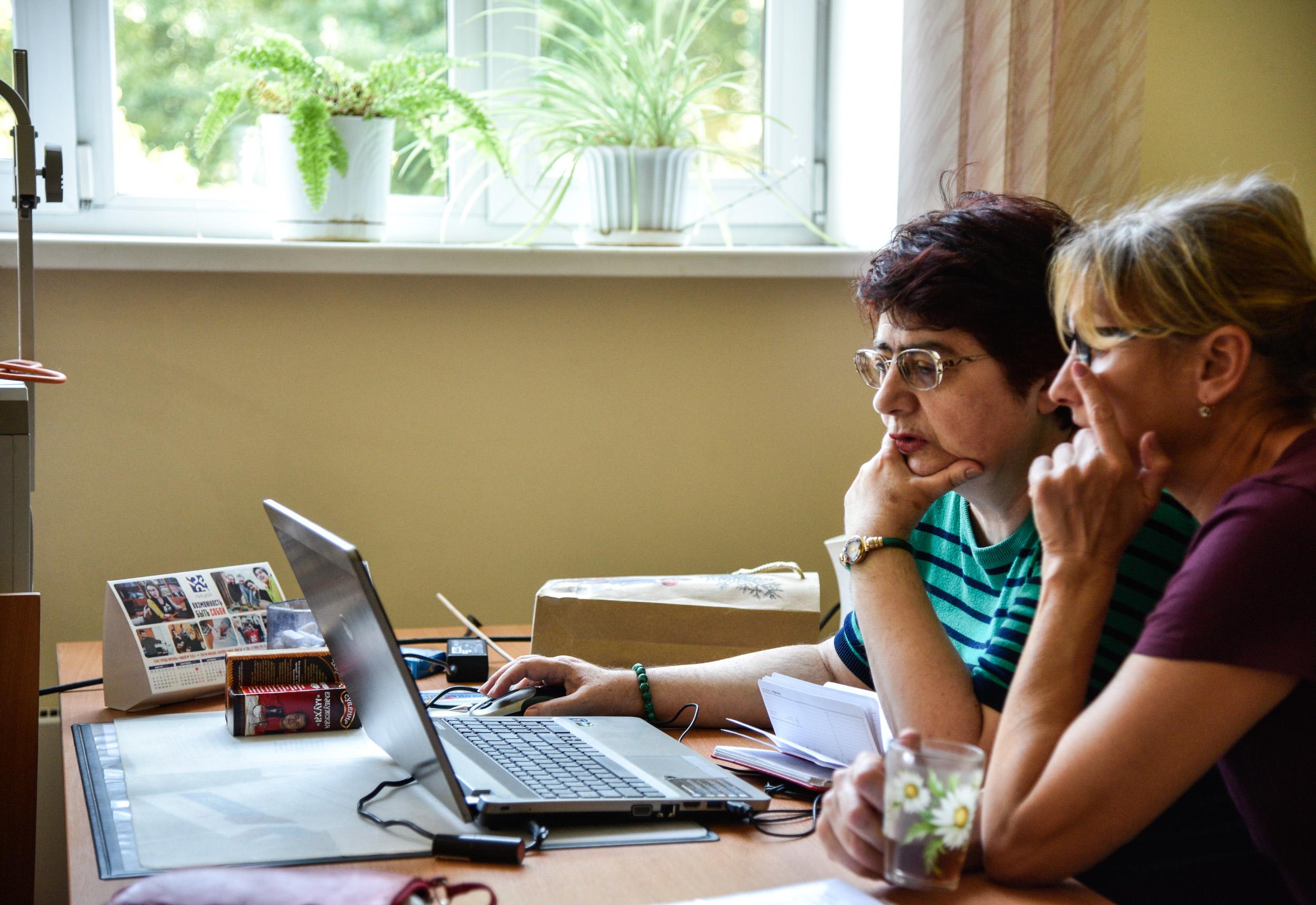 Специалисты обсуждают необходимость тестирования для детей. Фото: Ирина Хлебникова