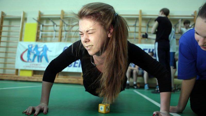 По данным ведомства, до 82–85 процентов дневного времени большинство детей и подростков школьного возраста проводят без движения, Анна Иванцова, «Вечерняя Москва»