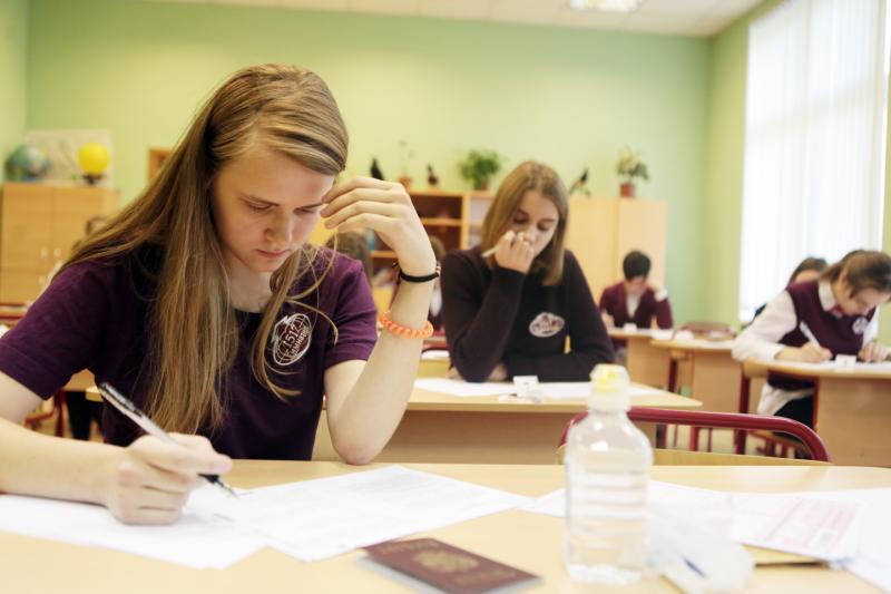 Ученица 11 класса Александра Забелла во время пробного единого государственного экзамена по китайскому языку в школе №1517.Анна Иванцова,