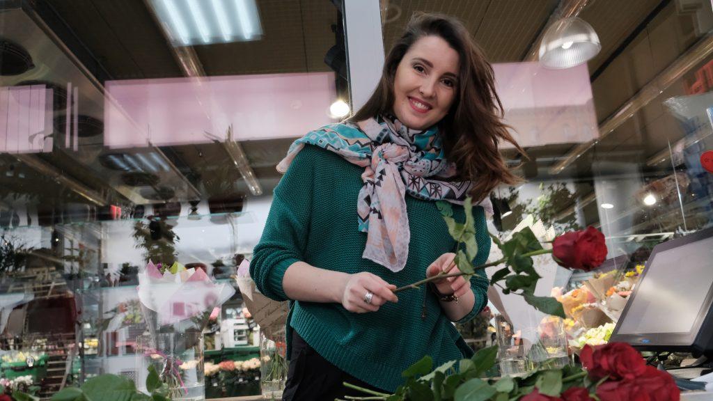 Флорист-дизайнер Наталия Козловская советует при выборе букета учитывать характер того, кому он предназначен. Максим Аносов, «Вечерняя Москва»