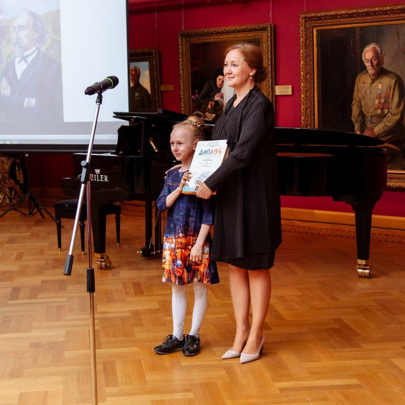 В галерее Александра Шилова состоялось награждение победителей и призеров конкурса детского рисунка «Россия – Родина моя»
