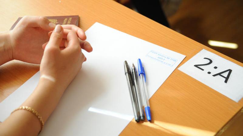 При подготовке к экзамену применяйте подручные средства как наглядные пособия по физическим законам. Александр Кожохин,