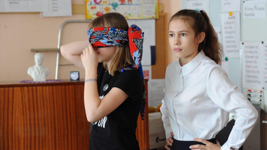 Анита Пронина и Вика Шестакова (слева направо) быстро нашли общий язык и во всем помогали друг другу во время игры. Светлана Колоскова, «Вечерняя Москва»