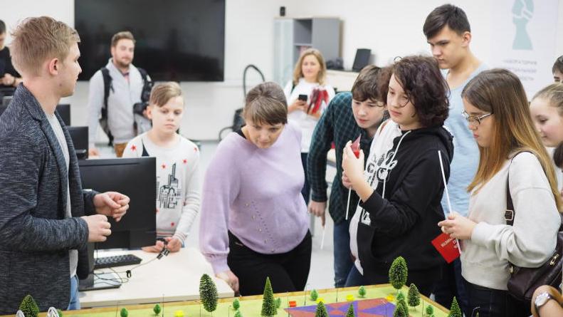 Лаборатория виртуальной и дополненной реальности . Элина Масимова, «Вечерняя Москва»