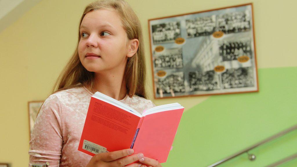 Десятиклассница Анна Жуковская любит русский язык и уверена, что у нее все-таки получится победить на Всероссийской олимпиаде для школьников в следующем году. Главное — чуть больше времени уделить подготовке. Наталия Нечаева, «Вечерняя Москва»
