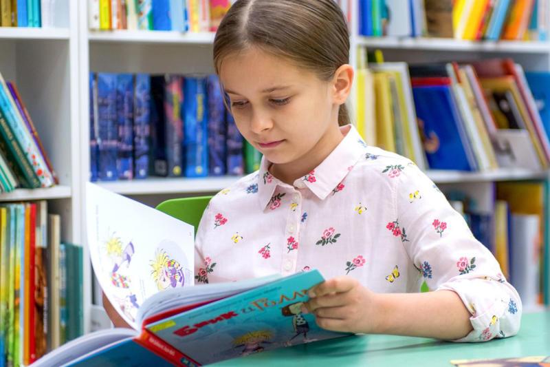 На открытии центра школьники могли почитать и обсудить любимые книги. Фото: официальный сайт мэра Москвы