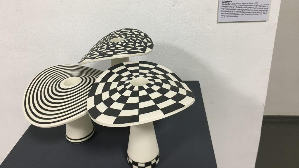 Инсталляция под названием «Пластика фарфора». Фото: Дарья Крылова