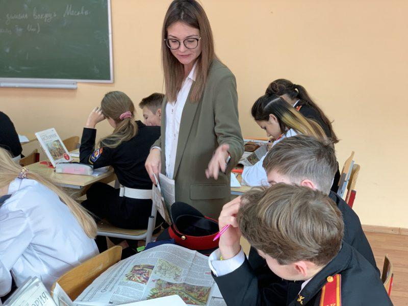 Урок по профилю. Исторический урок с газетой у кадет Школы 1512