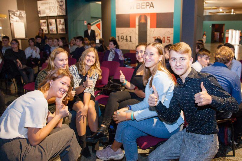 """Почти 2,5 тысячи юных москвичей посетили экспозицию """"Школьный музей Победы"""""""