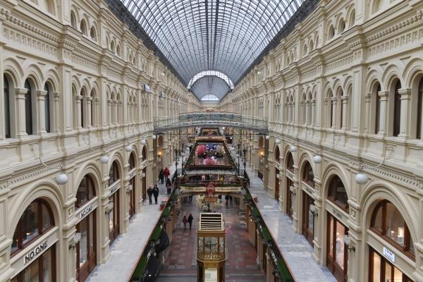 В Главном универсальном магазине снимался ряд сцен одного из самых известных фильмов о столице — «Я шагаю по Москве» / РИА Новости