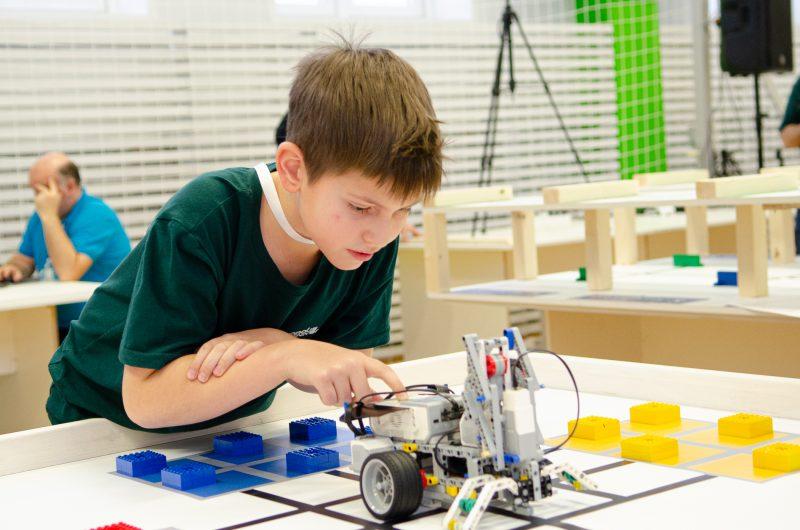 Московские школьники приняли участие в соревнованиях по робототехнике «Турнир двух столиц»