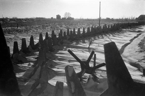 Декабрь 1941 года. Противотанковые заграждения на подступах к Москве. Сергей Косырев / РИА Новости