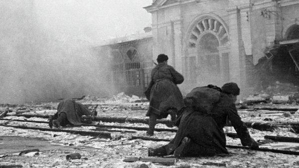 21 января 1943 года. Советские солдаты сражаются за Ворошиловск (ныне — Ставрополь), В. Боровский/РИА Новости