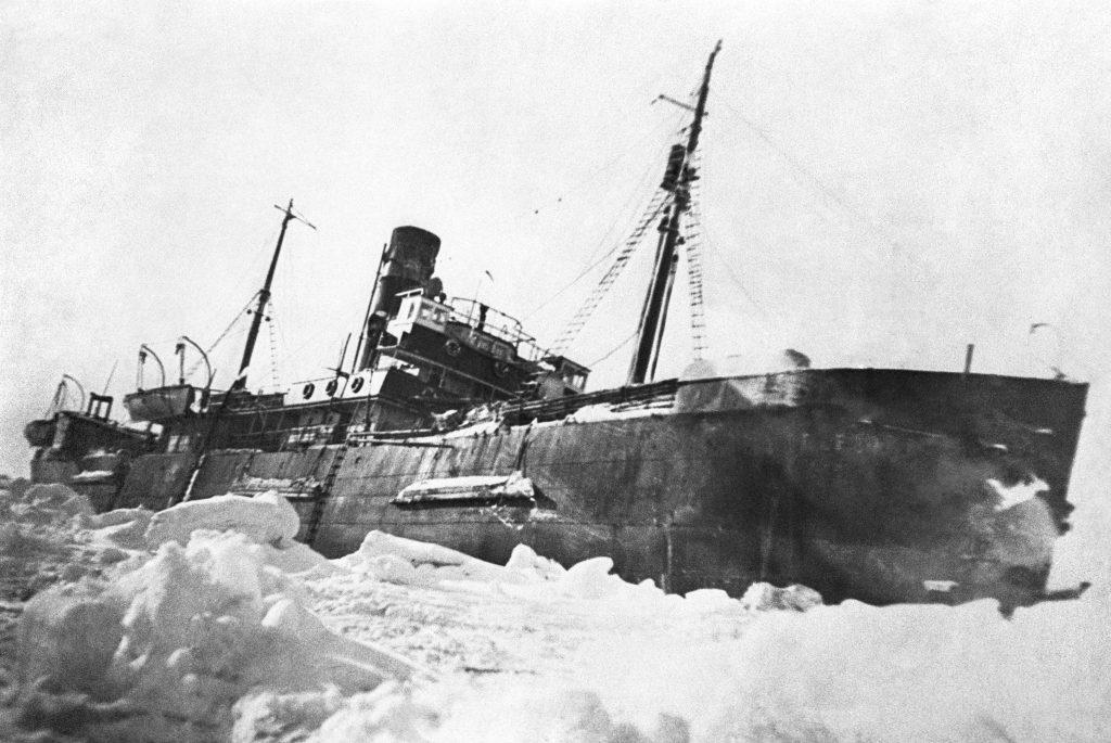 В самый разгар полярной ночи, к «Седову» подошел ледокол «Иосиф Сталин» под командой Михаила Белоусова и вывел его на чистую воду, ИТАР-ТАСС/Архив