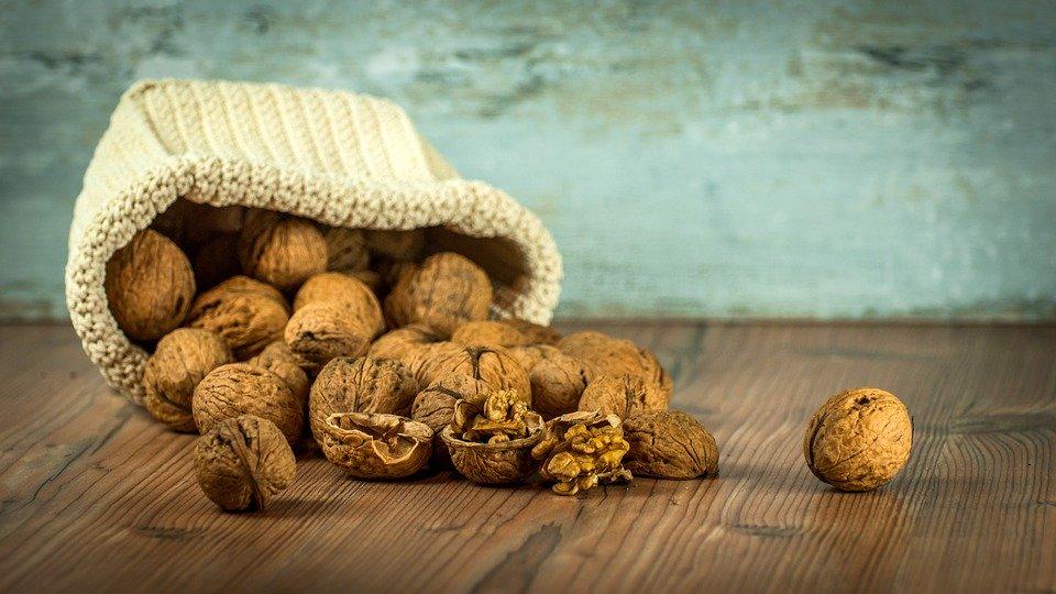 Полезные компоненты грецких орехов способны снизить кровяное и артериальное давление, побороть общий и «плохой» холестерин / pixabay.com