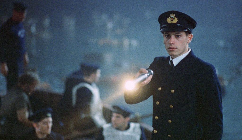 На основе таблицы с данными о пассажирах «Титаника» компьютер должен был сделать предсказание: кто выживет, а кто — нет, кадр из фильма «Титаник» (1997 год)