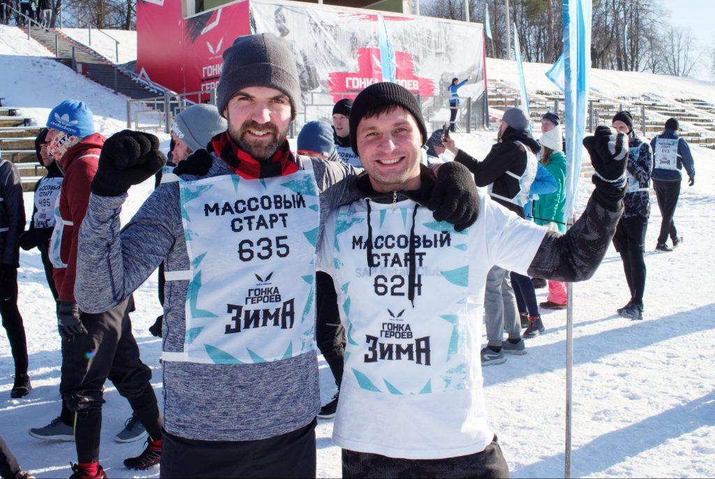 Участники соревнования Алексей Семенов (слева) и Матвей Кацерли перед стартом настроены решительно. Но главное для них не победа, а эмоции, которые получают спортсмены, преодолевая непростые испытания, ФОТО: Даниил Данченко