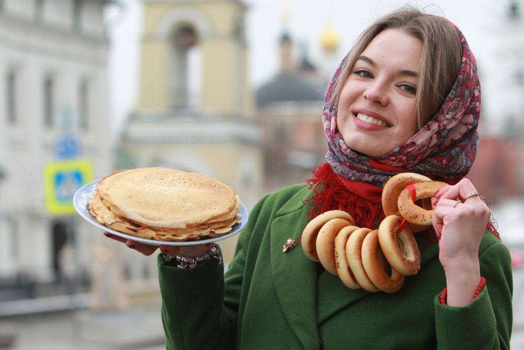 Студентка Алина Литвинова провожает зиму блинами, ФОТО: Наталия Нечаева