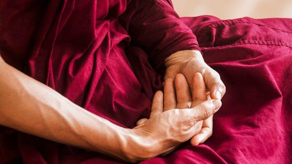 Привычка хрустеть пальцами и шеей может вызвать артроз к 50 годам, pixabay.com