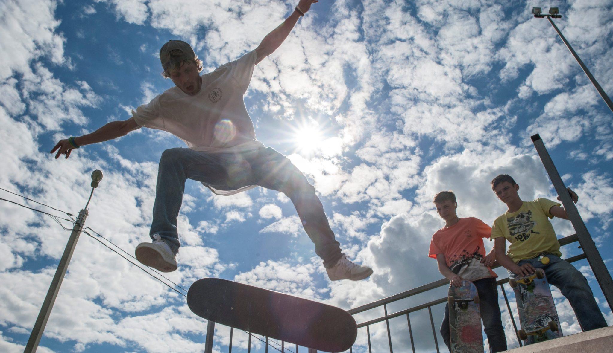Москвич Александр Кулиев занимается скейтбордом. Спорт на свежем воздухе очень полезен старшеклассникам после умственного труда, ФОТО: Александр Кожохин