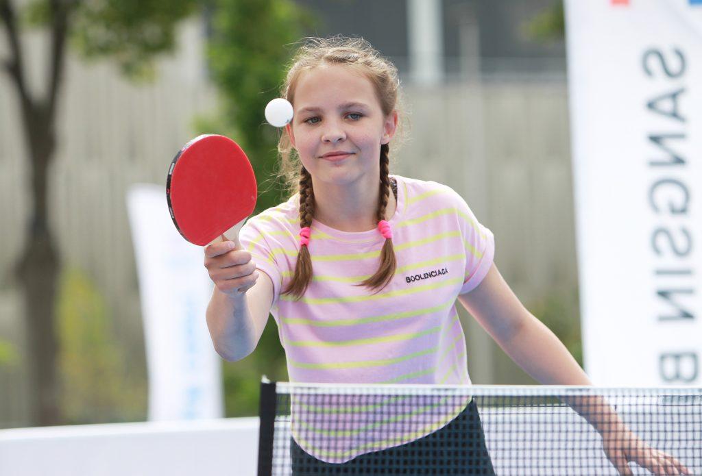 Юная спортсменка Марина Бондарева принимает участие в турнире по настольному теннису во время 30 Всероссийского олимпийского дня в «Лужниках», ФОТО: Наталия Нечаева