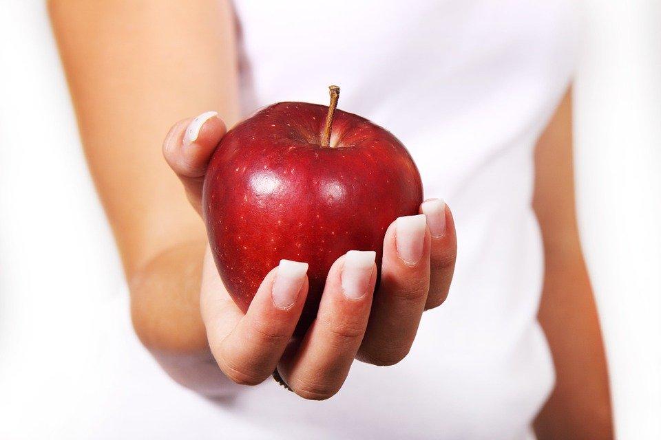 Взрослым крайне важно сначала научиться правильно питаться самим, а потом учить этому детей, pixabay.com