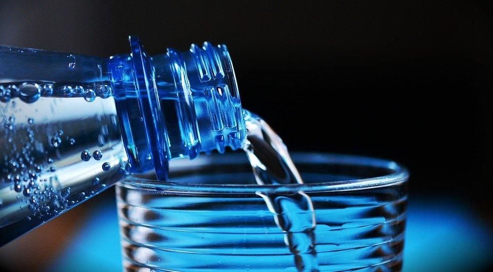 Стакан воды ускоряет метаболизм на 24 процента и улучшает состояние кожи, pixabay.com