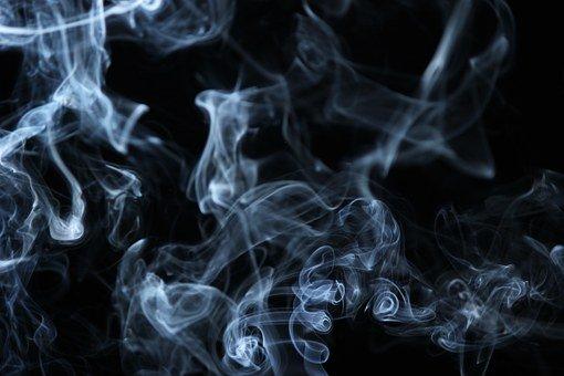 Согласно исследованиям американских биологов, которые были опубликованы в журнале iScience, использование популярных ныне вейпов ведет к серьезному изменению микрофлоры во рту, pixabay.com