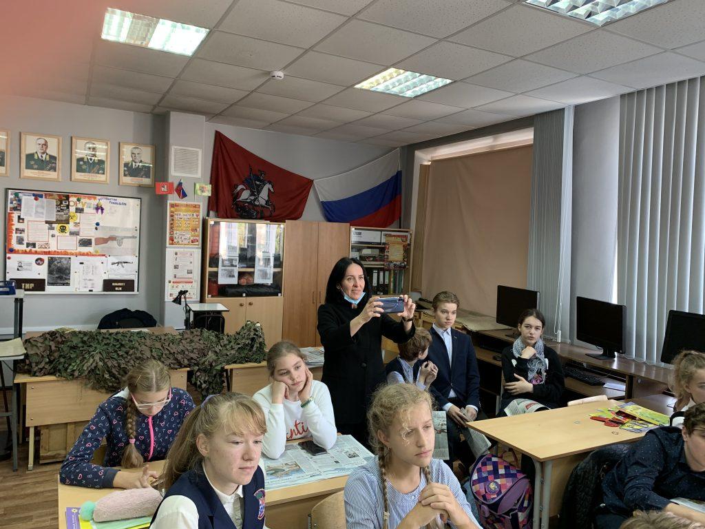 Ученики 7 «Б» класса школы № 1512 с педагогом Ольгой Шеваковой активно участвуют в работе музея