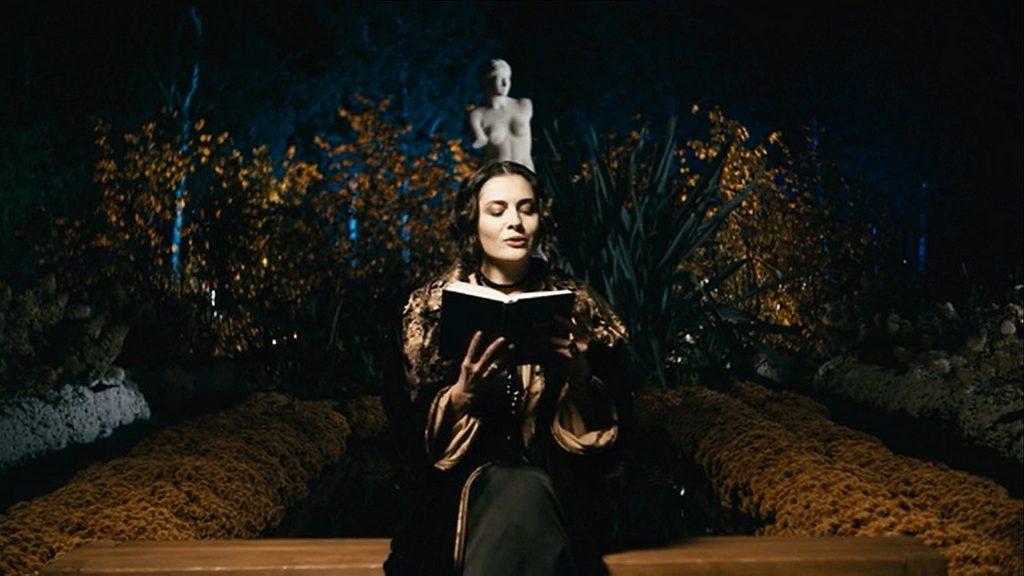 Виктория Полторак читала произведения Александра Блока из сборника «Стихотворения. Поэмы. Театр» 1972 года и «Избранного» Сергея Есенина 1957 года