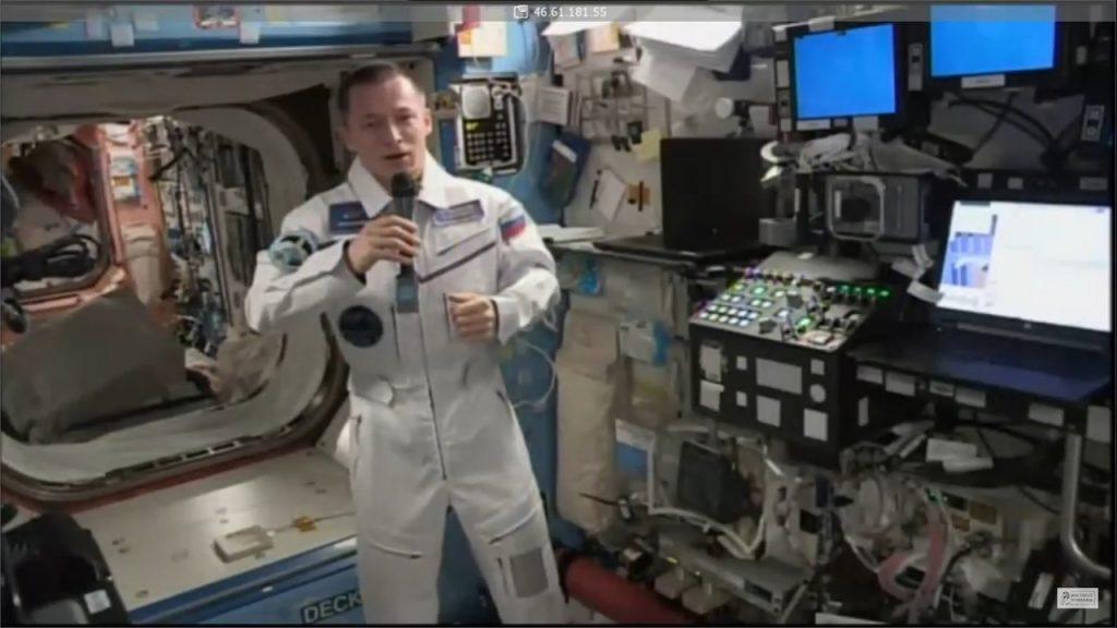 Командир экипажа МКС Сергей Рыжиков вышел на связь с орбиты и рассказал о своих любимых стихах Бродского