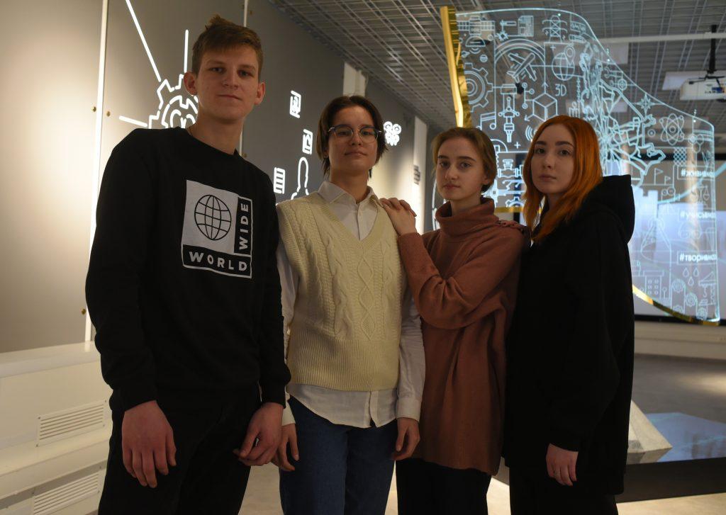 Первокурсники (слева направо) Кирилл Тремасов, Вера Боровецкая, Вера Баранова и Мария Зотова