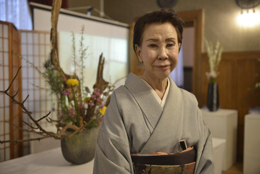 На фестивале «изящных досугов» Японии свое искусство составления икебаны приехала продемонстрировать профессор института Икэнобо Ямада Мидори