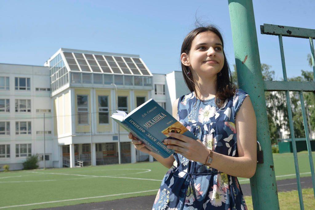Победительница Европейской олимпиады по физике Татьяна Емельянова смогла добиться подобных результатов благодаря многочисленным системным изменениям в столичном образовании, произошедшим за последние годы и позволившим талантливым детям ярче проявлять себя
