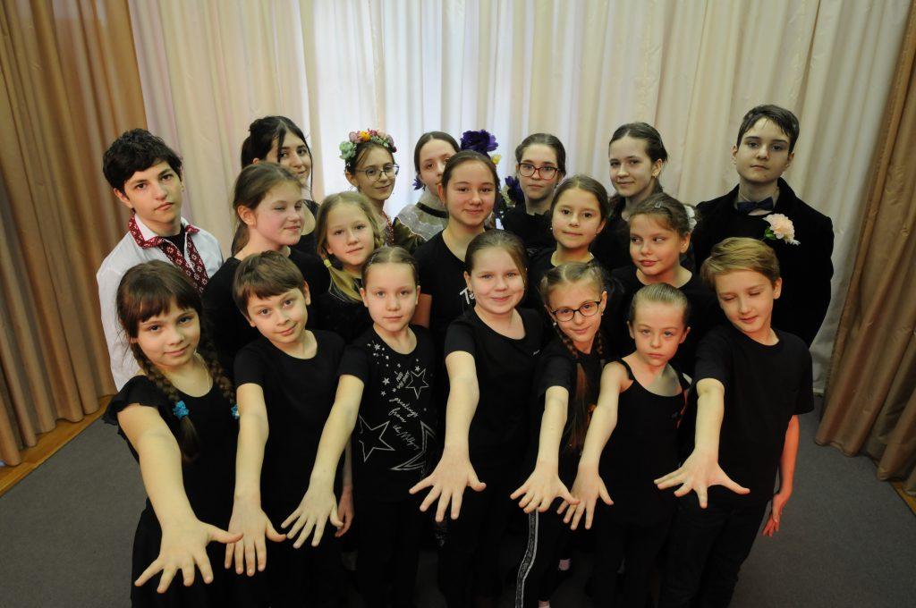 Коллектив театра «Златоцвет» в школе № 1371 на репетиции