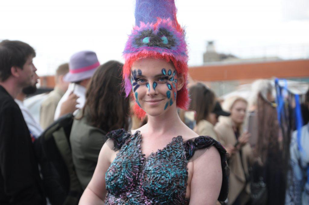 Александра Майорова представила уникальные наряды российских дизайнеров на необычном модном марафоне Teplitsa fashion, который прошел на крыше